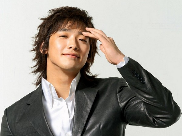 Asian Shoulder-Length Cut_Best Hairstyles for Men with Long Hair