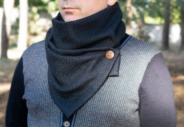 herringbone scarf with button